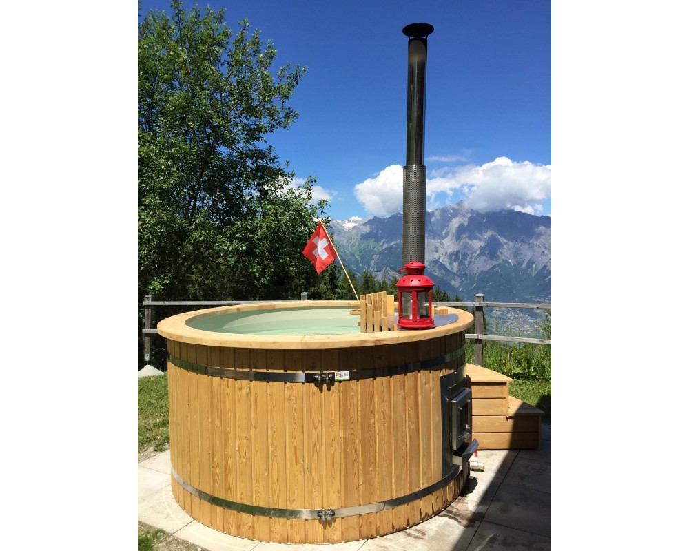 Hot tub with plastic liner and larch trim
