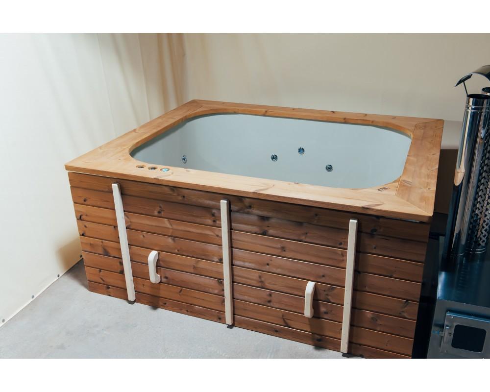 Square shape hot tub to terrace