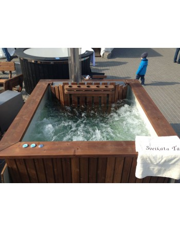 Outdoor square shape hot tub with thermowood trim
